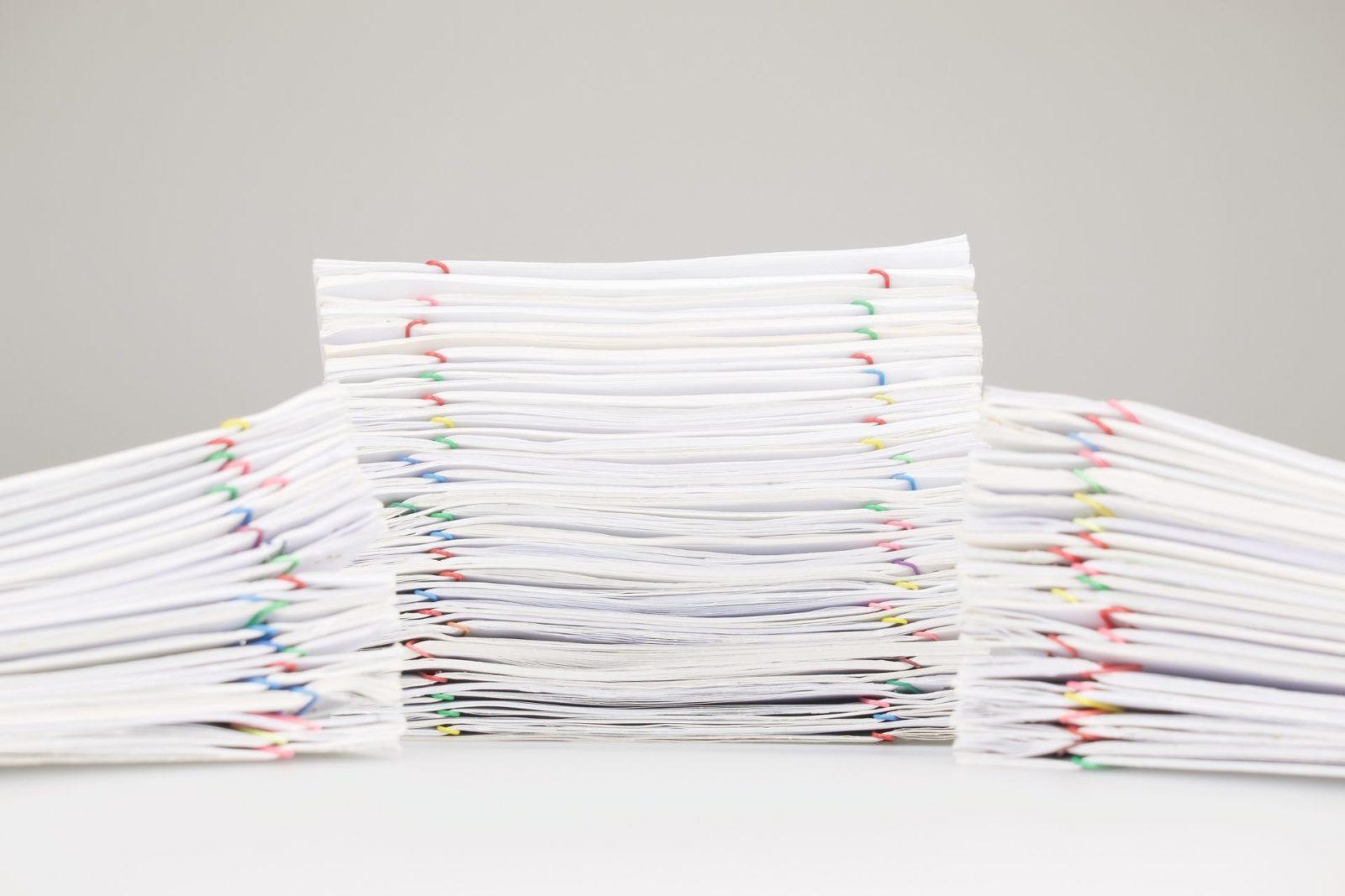 pilhas de documentos processo eletronico reduz consumo de papel precato
