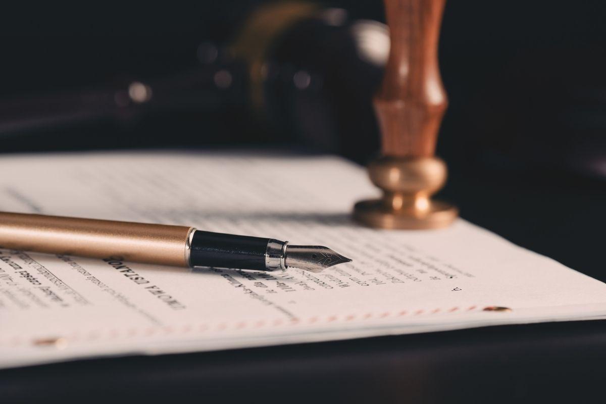caneta documento advogado correspondente venda de precatorio diligente precato